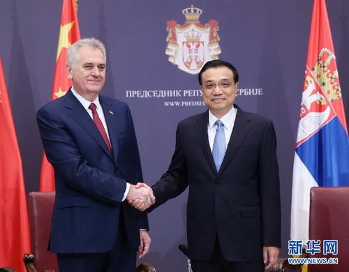 李克强会见塞尔维亚总统尼科利奇