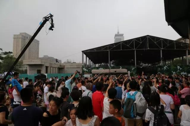 八一,军事博物馆广场上发生了这一幕