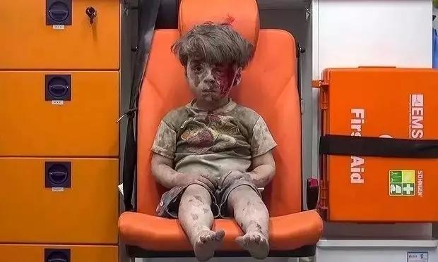 叙利亚,与死神共舞的不止是士兵 还有他们