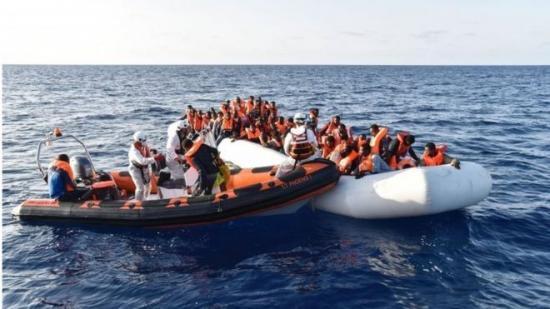 利比亚两难民船沉没200余人失踪