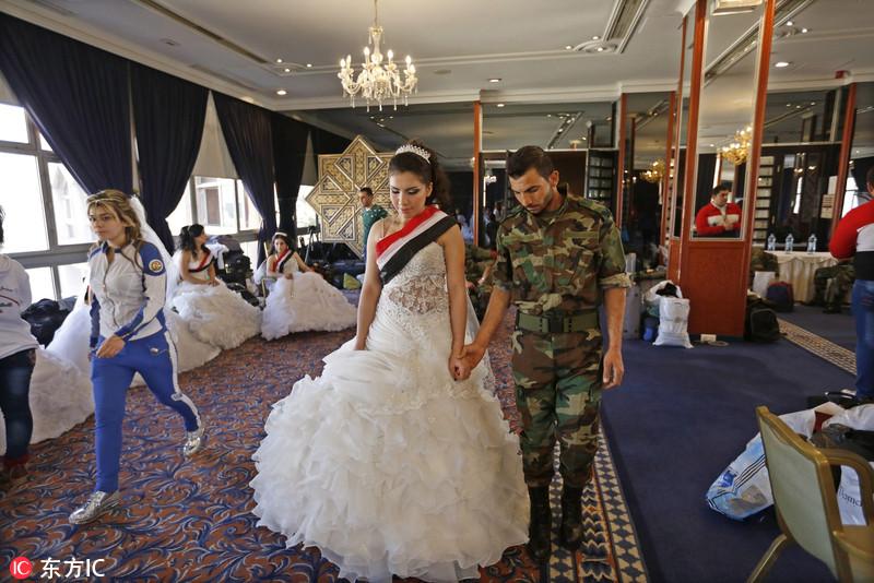 叙利亚士兵举办集体婚礼 体验别样浪漫