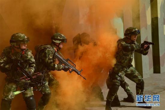 河北公安边防总队特勤队进行城区战术训练