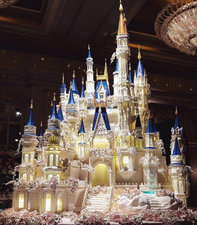 """印尼面包店制作超豪华""""蛋糕城堡"""" 最高达7米"""