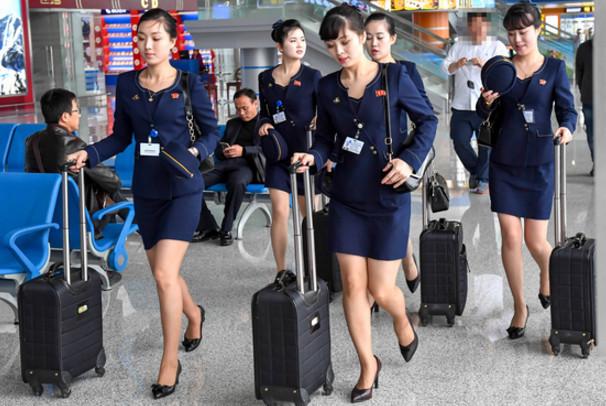 朝鲜空姐着新版制服亮身 裙子高度首上膝盖