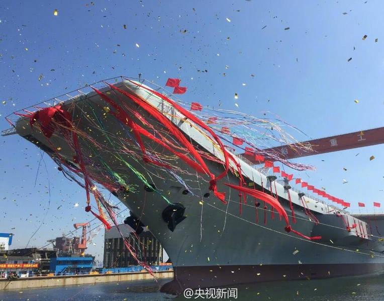 中国首艘国产航母下水现场
