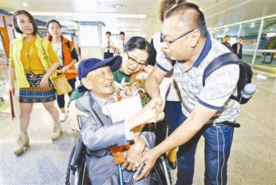 97岁台老兵回四川省亲:77年乡音不改 想吃腊肉