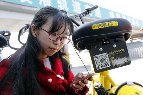共享单车频遭破坏 90后女生手绘修补车牌