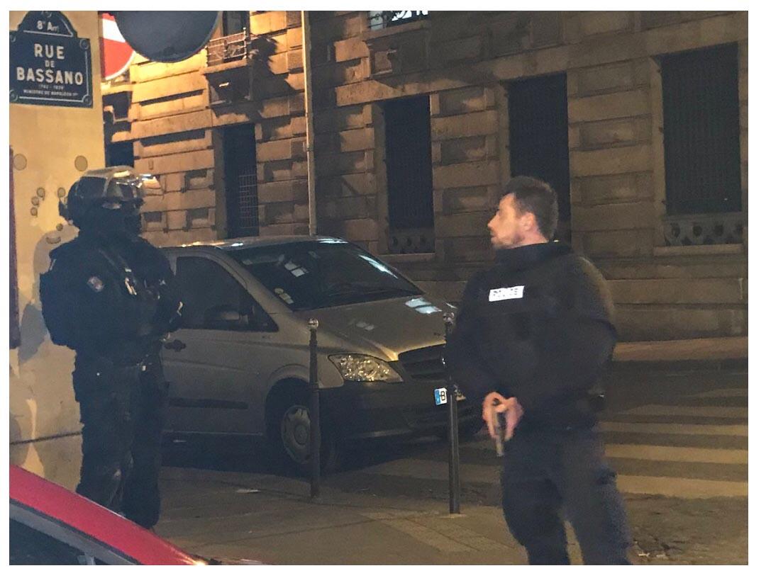 巴黎香榭丽舍大街发生枪击事件 一警察死亡