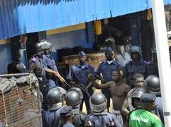 巴布亚新几内亚越狱事件 17人逃跑时被打死