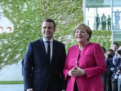 马克龙工作首日提名新任总理 访德会默克尔