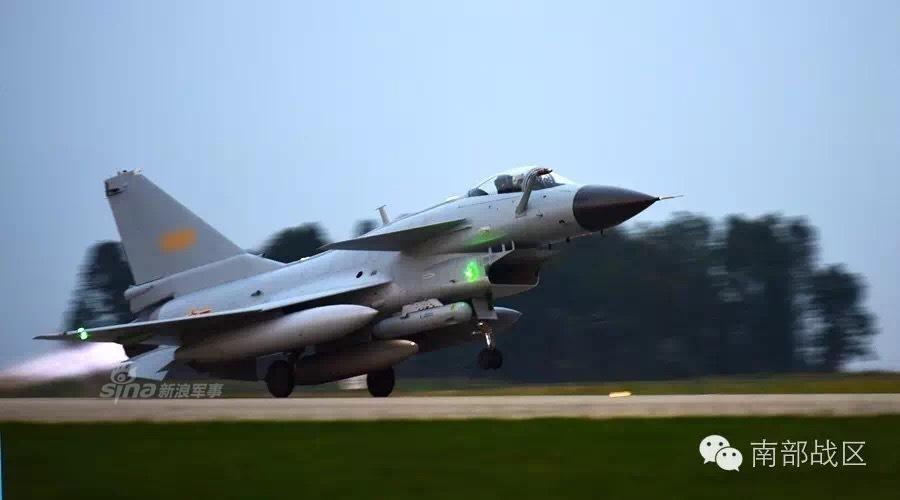 歼10出击!中国两战机在香港东南拦美P3侦察机