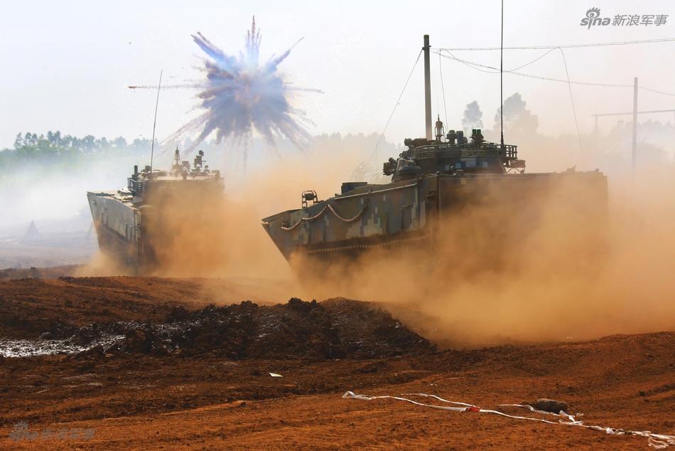 世界最大两栖装甲集群!