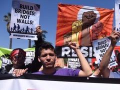 特朗普旅行禁令生效引抗议
