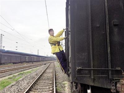 小伙火车底下救人受伤致高位截肢:不后悔