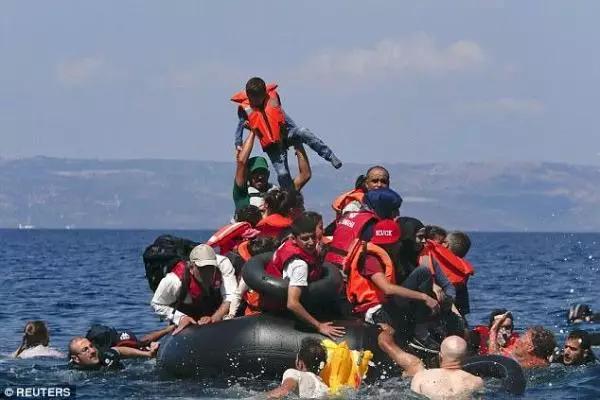 外媒:中国高质量橡皮艇助长欧洲难民偷渡活动