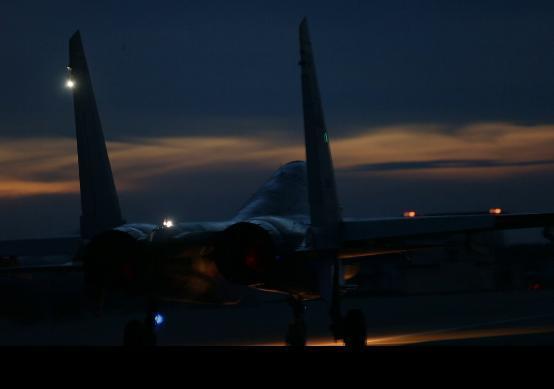 首次曝光!海军新型战机在我国南海上空夜航单飞