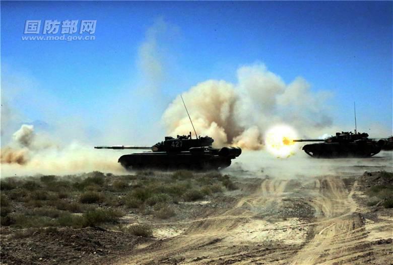 坦克部队高原山地实弹演练