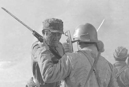 八路军和日军拼刺刀时曾用何种非对称战术?