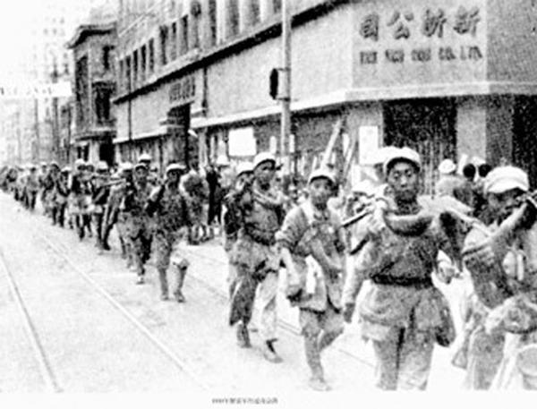 共产党领导的人民军队,就是不一样!