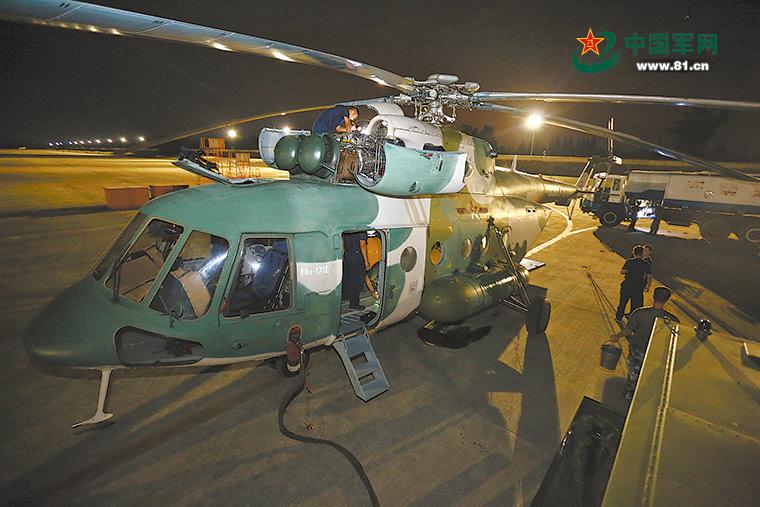 九寨沟发生7.0级地震驻军和武警官兵投入救援