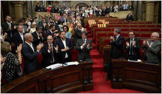 加泰罗尼亚暂停宣告独立 寻求与当局对话