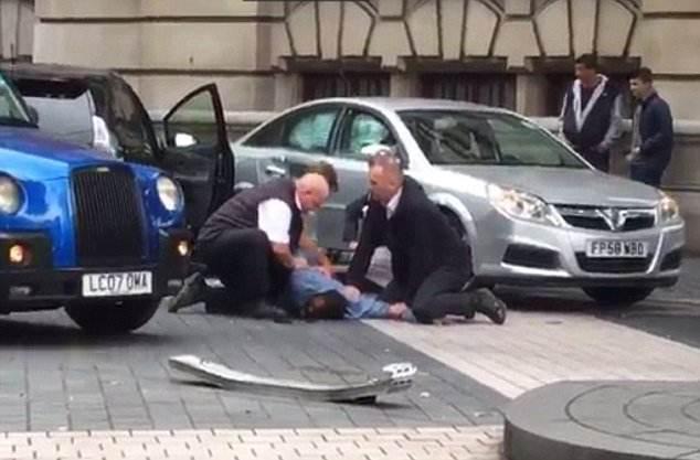 英国伦敦自然博物馆附近现汽车撞人事件