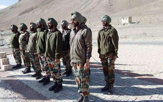 印军司令聚焦洞朗对峙审视军队战备情况