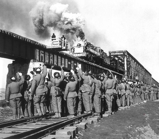 那条铁路平均每500米留下一名烈士