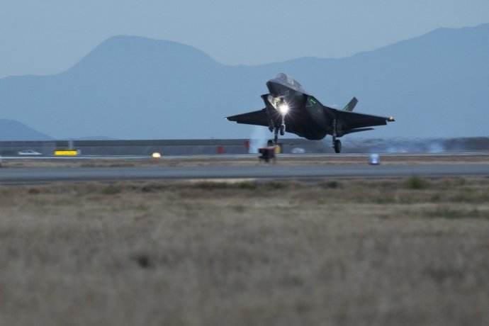 美军大量部署F35指向明确 半岛造成打击