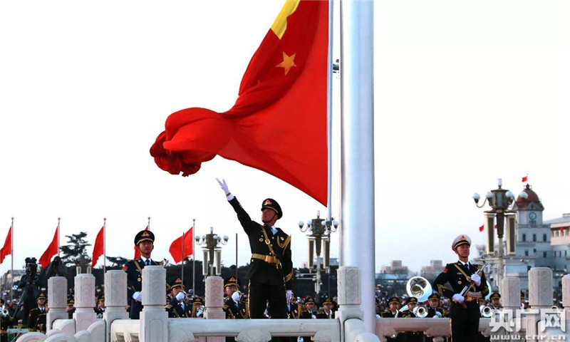 三军护卫国旗 壮我国威军威