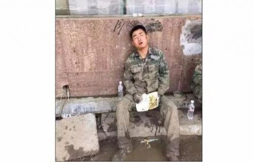 军人又让座了 但是谁有资格让军人让座