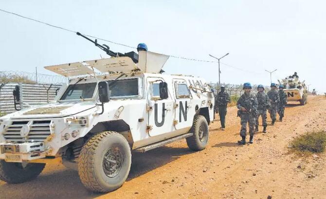 中国维和官兵在南苏丹驱离荷枪实弹武装分子