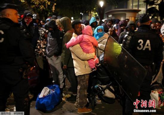 法国加莱爆发移民斗殴 内政部长吁停战