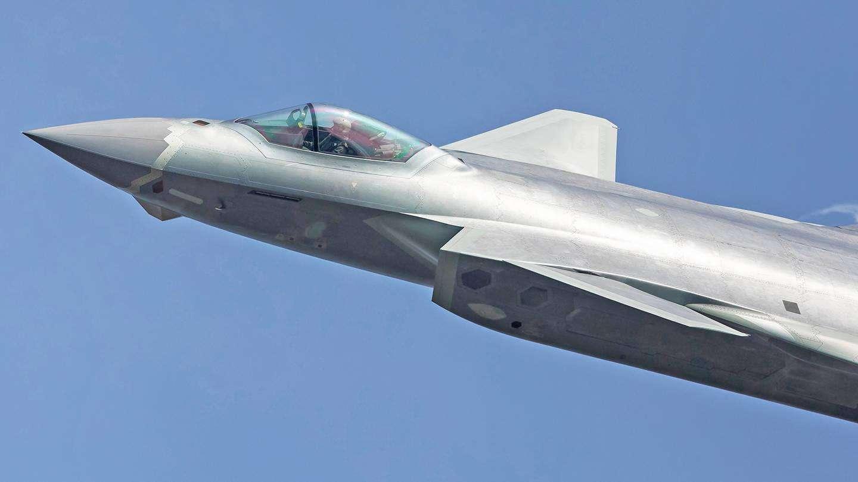 中国军力正超速增强 但谈全球优势还太早