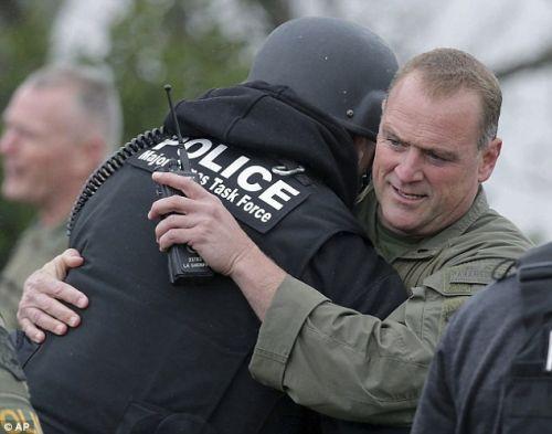 加州枪手与警方对峙15小时 一名警员殉职
