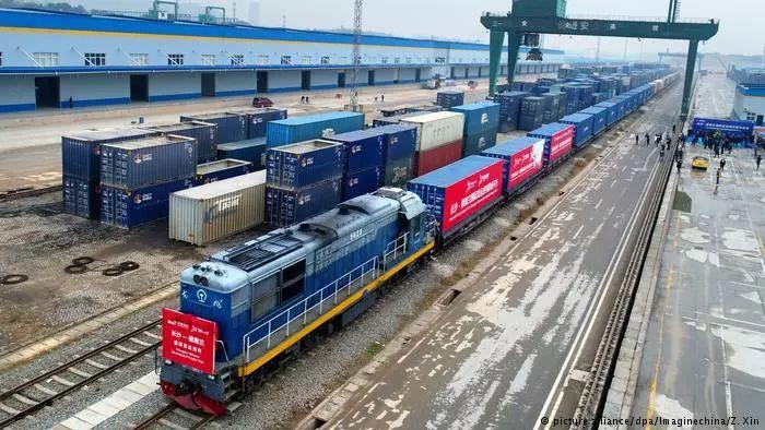 美对伊实施严厉制裁时,中国这趟火车来了