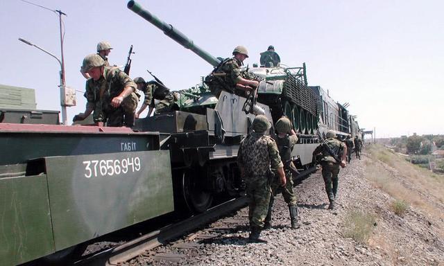 俄黑帮成员袭击参加东方演习军列 一人被击毙