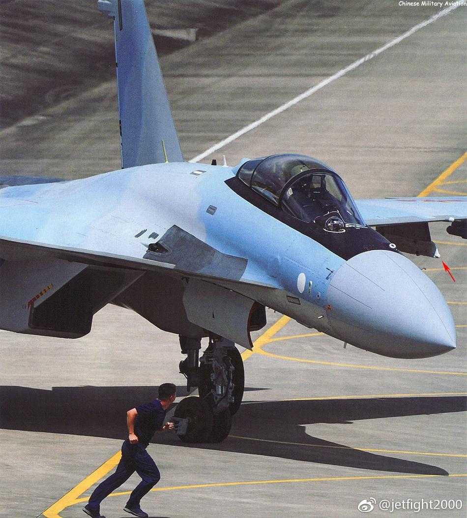 苏35凭超机动性可轻松躲导弹 却难赢F-22