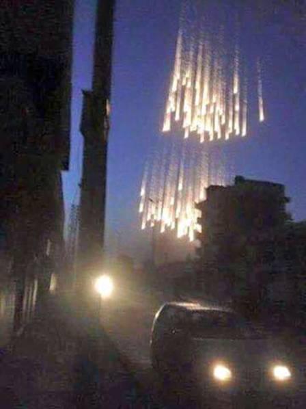 美F-15战机用白磷弹空袭叙利亚 引发大火