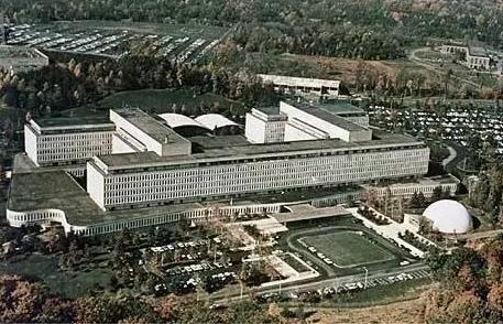 家门口的帝国:中情局与美国的隐秘首都