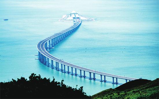 """港珠澳大桥:""""世界上最不寻常的道路"""""""