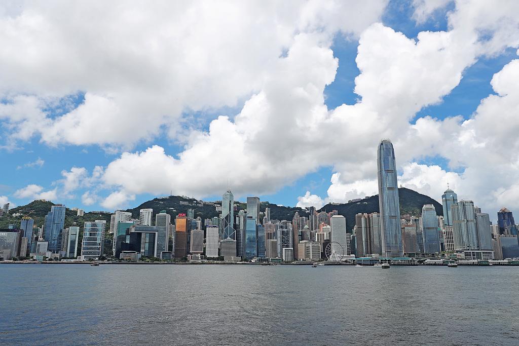 """港媒:香港警方正追捕逾700名""""核心""""暴徒"""