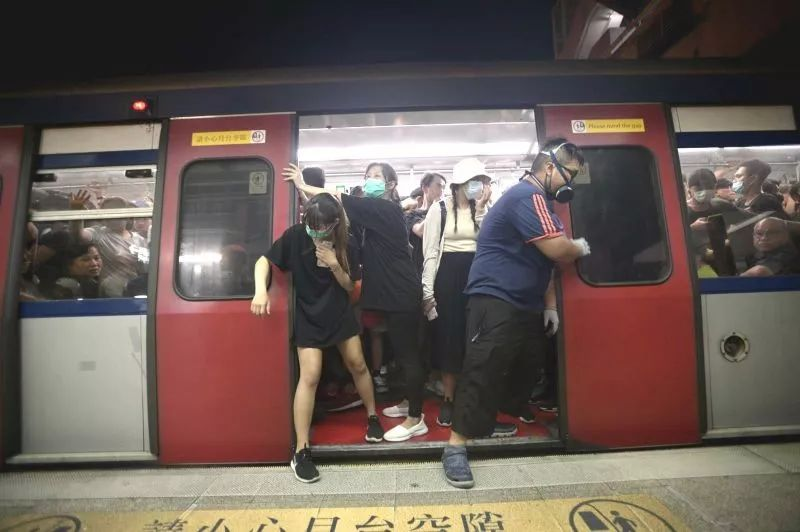 """七问港铁:""""暴徒专列""""究竟是怎么开出来的?"""