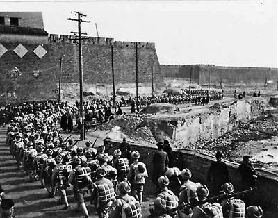 70年前,解放军接管北平防务秋毫无犯
