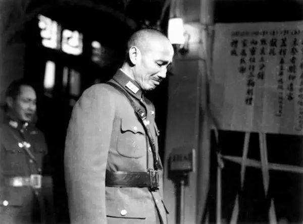 梁柱:历史虚无主义者是怎样无底线美化蒋介石的