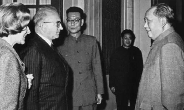 胡新民:毛泽东开创新中国和平外交事业
