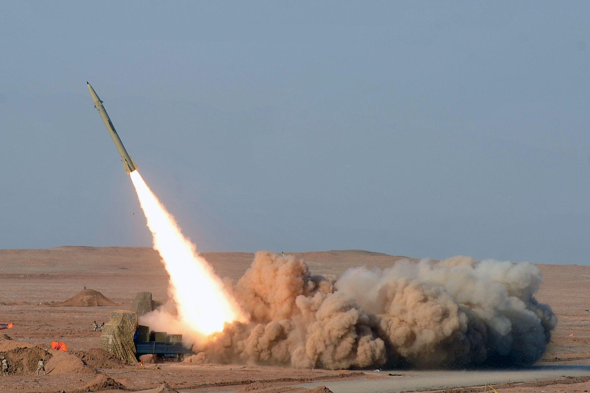 美军为何不拦截伊朗导弹?背后恐有更大图谋!