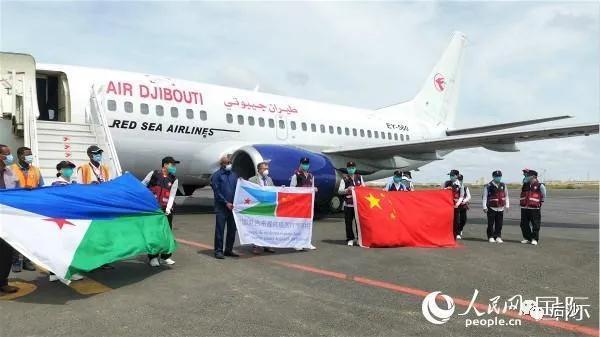 中国医疗队赶到这个非洲小国,美国却在封锁该国基地