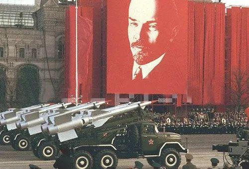 普京为何不能让俄罗斯强大?线索就在阅兵式