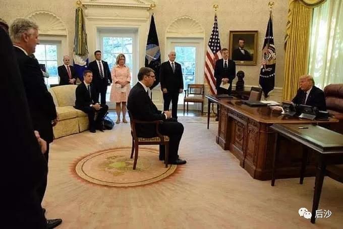武契奇的心酸小椅子,美国何必如此下作?
